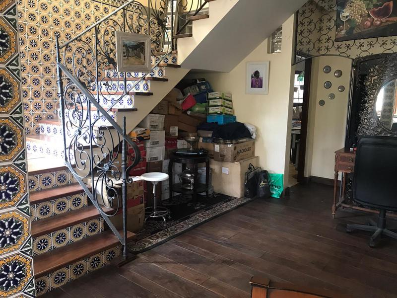 Foto Casa en Venta en  Bella Vista,  San Miguel  SAN UAN AL 1600 - EXCELENTE CASA A LA VENTA EN MUY BUENA UBICACION