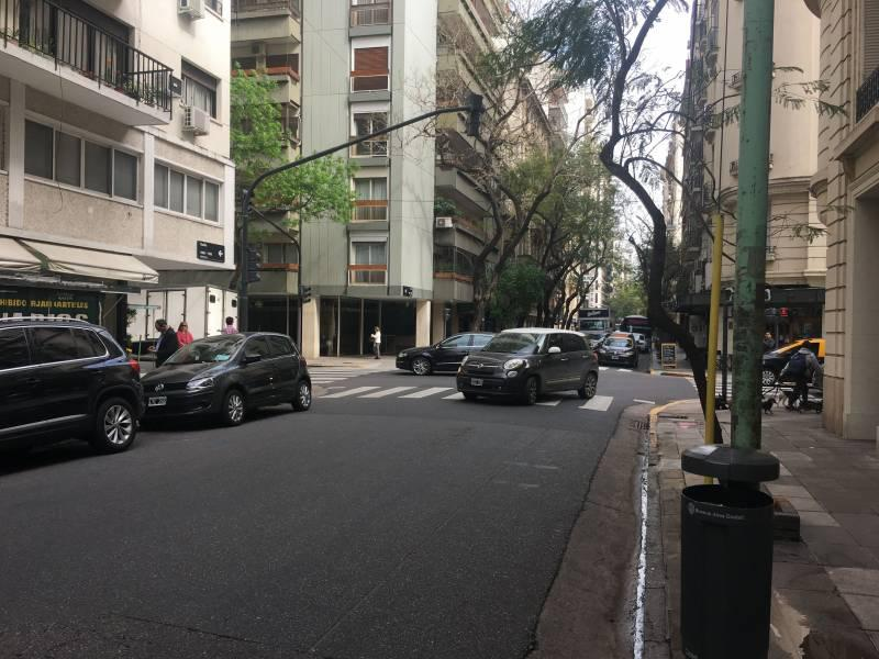 Foto Local en Alquiler en  Recoleta ,  Capital Federal  Guido al 1600