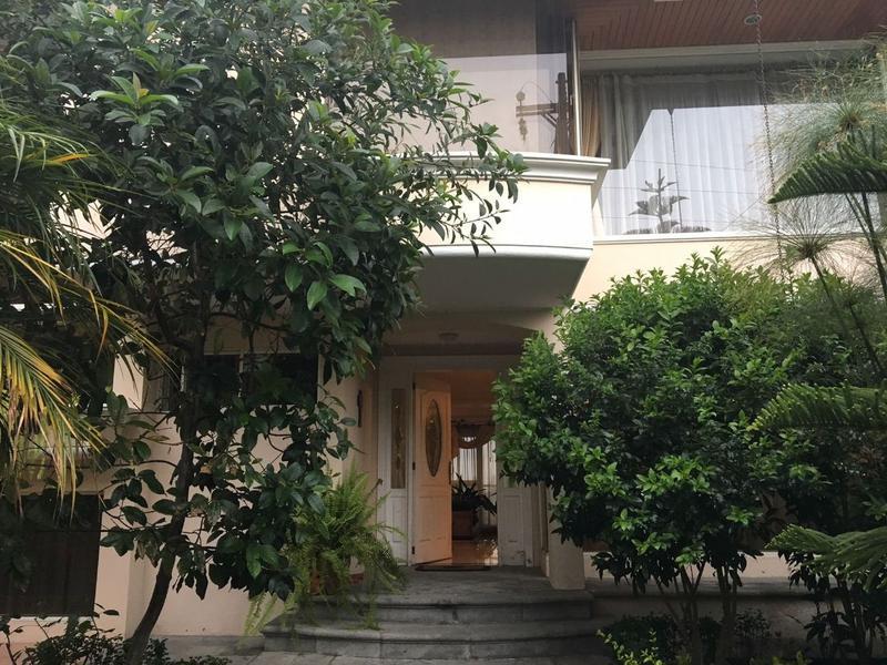 Foto Casa en Venta en  Miravalle,  Quito  CUMBAYA, MIRAVALLE 4 SE VENDE AMPLIA CASA