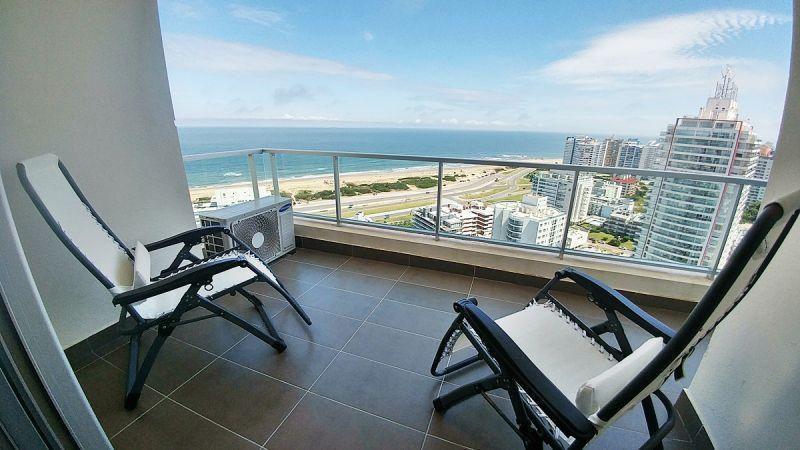 Foto Departamento en Venta en  Playa Brava,  Punta del Este  Uno de los pisos más altos de Punta del Este con todos los servicios.