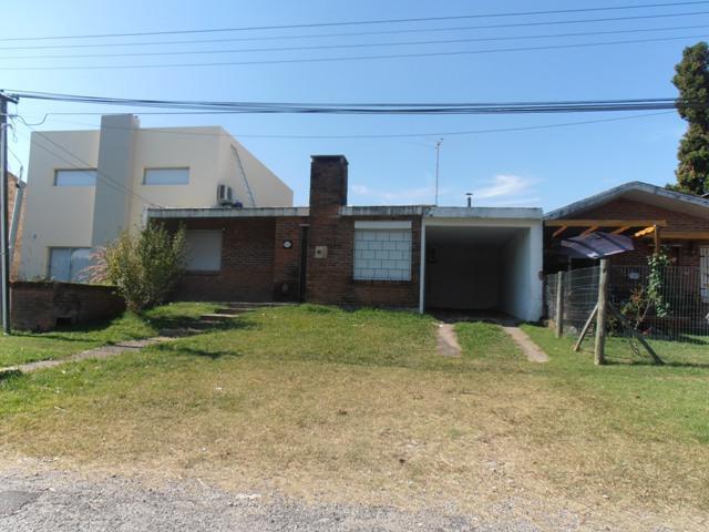 Foto Casa en Venta en  Colonia del Sacramento ,  Colonia  Casa sobre calle Lusich a 400 metros de la Rambla Costanera