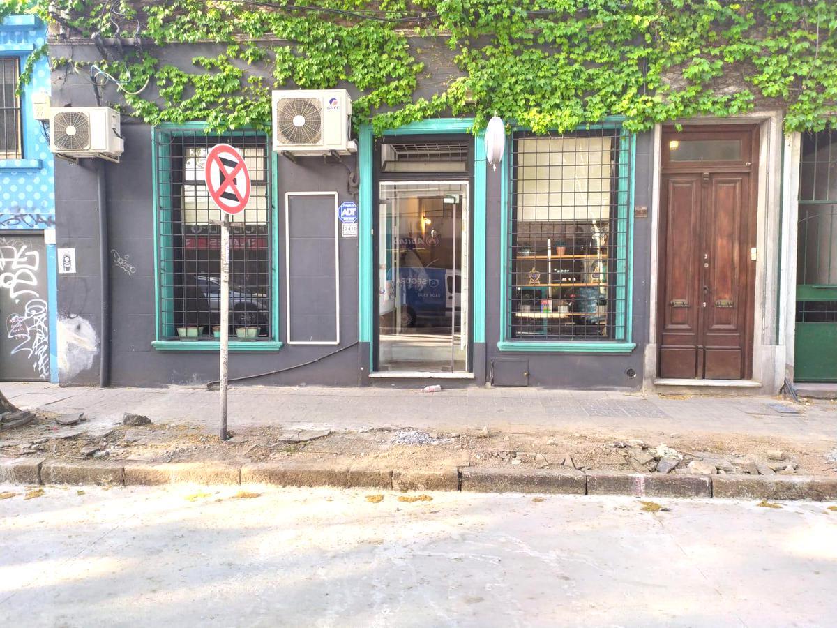 Foto Local en Alquiler en  Pocitos ,  Montevideo  Rivera al 2400
