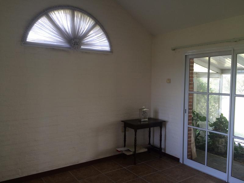 Foto Casa en Venta en   Colinas de Carrasco,  Countries/B.Cerrado (Carrasco)          Casa en Barrio Privado, espectacular jardín