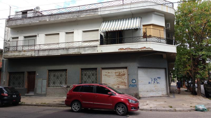 Foto PH en Venta |  en  Valentin Alsina,  Lanus  Paso de Burgos 300