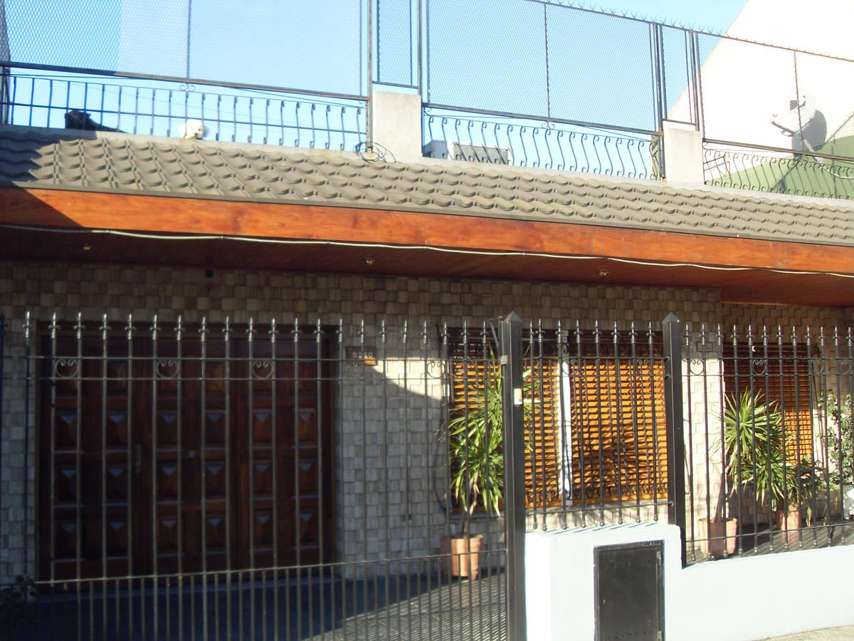 Foto Casa en Venta en  Villa Lugano ,  Capital Federal  Lisandro de la Torre 5.140  entre Corrales y Tabaré