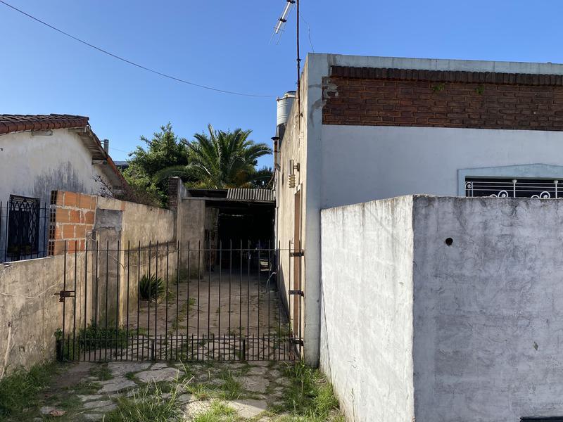 Foto Casa en Venta en  Adrogue,  Almirante Brown  Alejandro Molina al 500