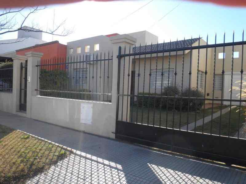 Foto Casa en Venta |  en  Nuevo Poeta Lugones,  Cordoba Capital  Casa de dos Dormitorios - Gran patio - Garage y Asador -Nuevo Poeta Lugones
