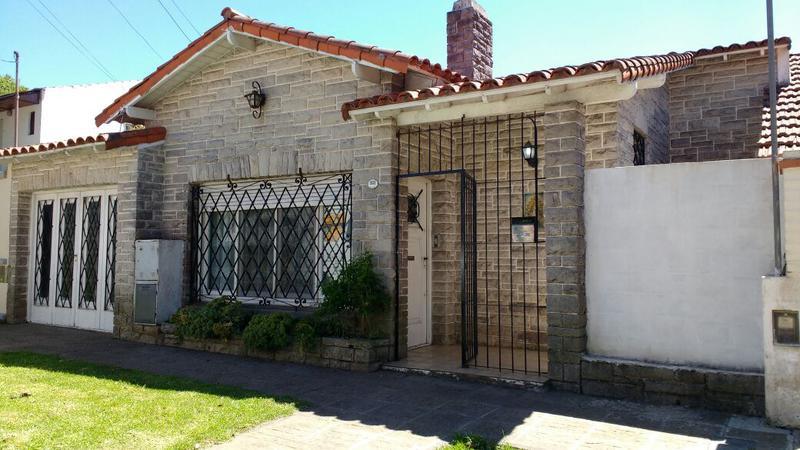 Foto Casa en Venta | Alquiler temporario en  P.Mogotes,  Mar Del Plata  Sicilia al 1900
