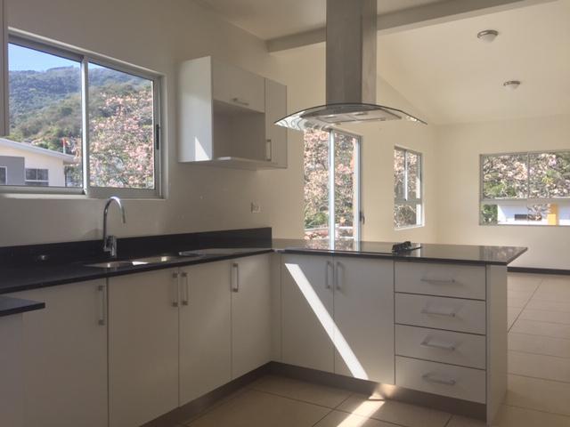 Foto Departamento en Renta en  Piedades,  Santa Ana  Santa Ana /  Moderno /  Doble altura  /  Vista / 2 habitaiones