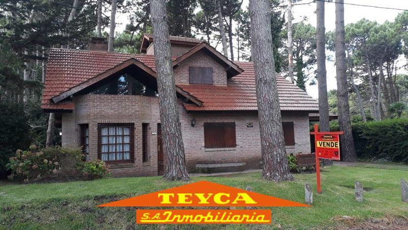 Foto Casa en Venta en  Pinamar ,  Costa Atlantica  DE LA Retama 541