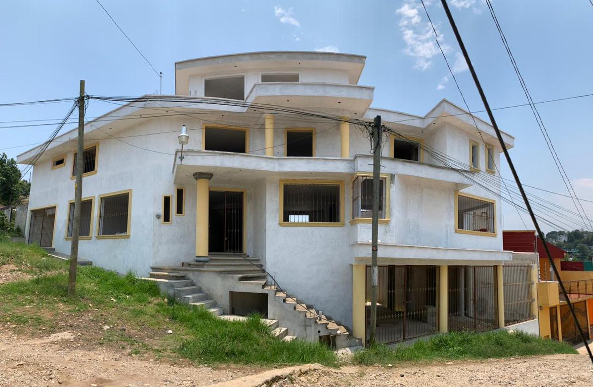 Foto Casa en Venta |  en  Unidad habitacional Fovissste,  Xalapa  CASA EN VENTA, BLV. DIAMANTE Y AV. 28 DE AGOSTO, RESIDENCIA OBRA BLANCA