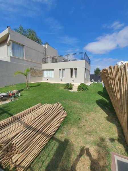 Foto Casa en Venta en  Capital ,  Neuquen  CASA BARRIO TALZAUBER