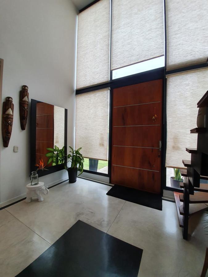 Foto Casa en Alquiler en  San Francisco,  Villanueva  Casa estilo moderno sobre lote a la laguna. Alquiler por 1 año. San Francisco. Tigre