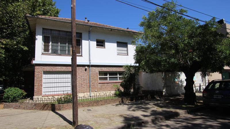 Foto Casa en Alquiler en  Mart.-Santa Fe/Fleming,  Martinez  EDISON al 200
