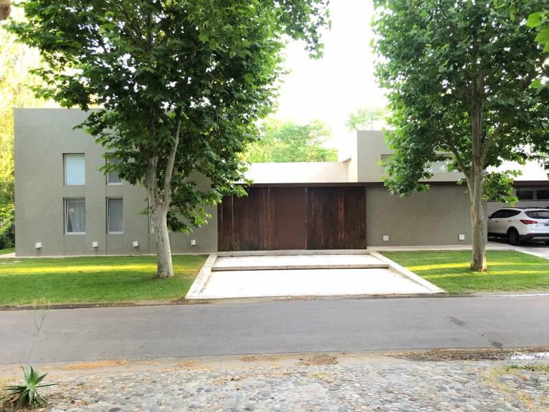 Foto Casa en Venta en  Santa Maria De Tigre,  Countries/B.Cerrado (Tigre)  Santa Maria de Tigre al 100