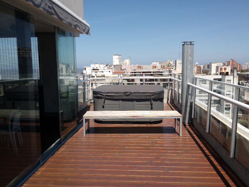 Foto Departamento en Alquiler en  Punta Carretas ,  Montevideo  Metros del mar, 2 dorm y garaje