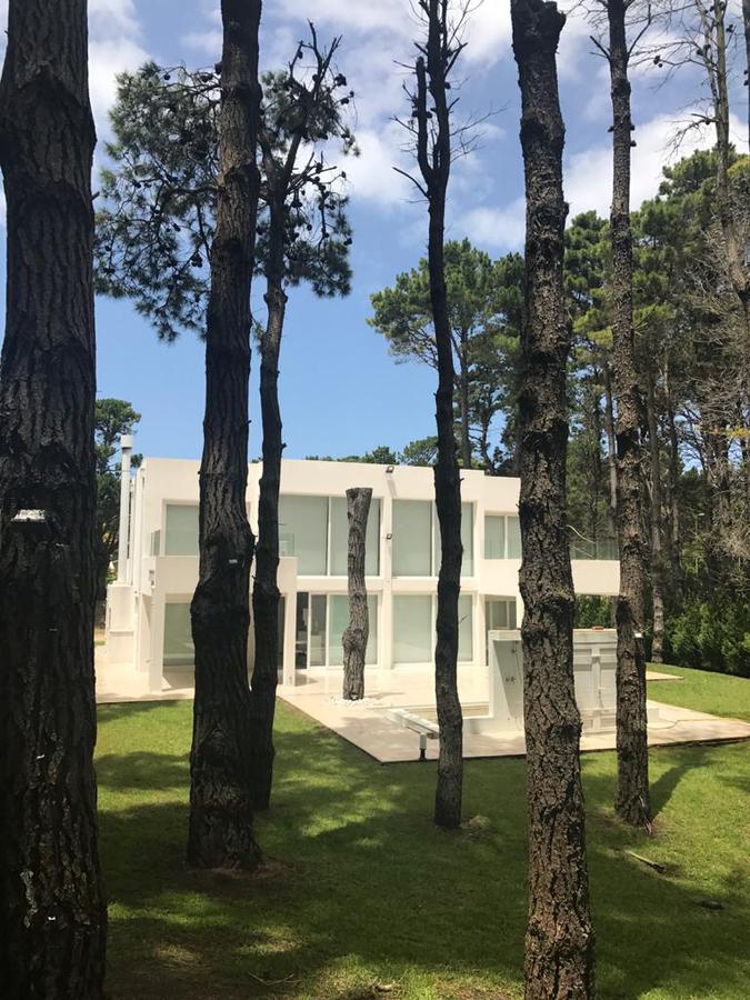 Foto Casa en Alquiler temporario en  Pinamar,  Pinamar  Avenida Shaw 2700, Pinamar