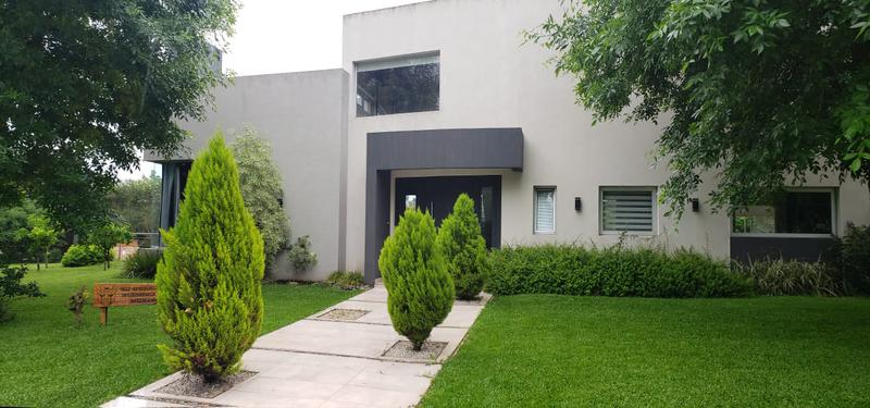 Foto Casa en Venta en  Los Puentes,  Countries/B.Cerrado (Lujan)  Club de Campo Los Puentes ,Lujan- Estupenda Casa 5 Ambientes Estilo Racionalista.
