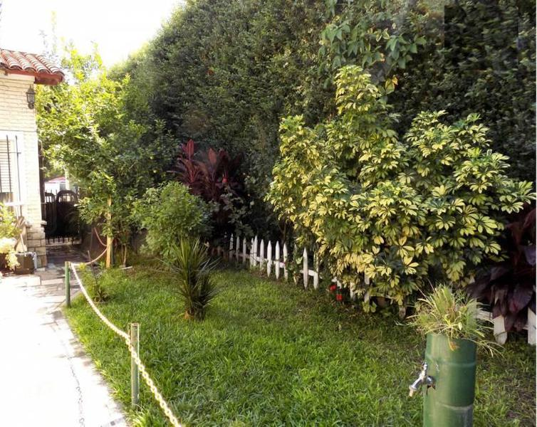 Foto Casa en Venta en  Caseros,  Tres De Febrero  Sarmiento al 2900