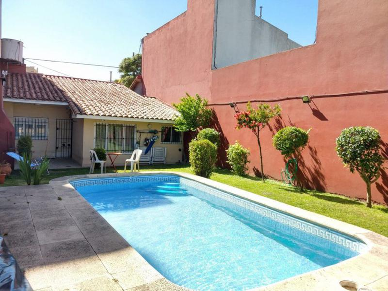 Foto Casa en Venta en  Chauvin,  Mar Del Plata  Hipolito Irigoyen al 3700