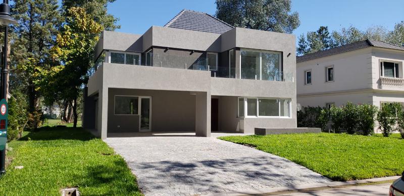 Foto Casa en Alquiler en  Saint Thomas,  Countries/B.Cerrado (E. Echeverría)   Moderna Casa a estrenar en Saint Thomas Oeste en venta y alquiler
