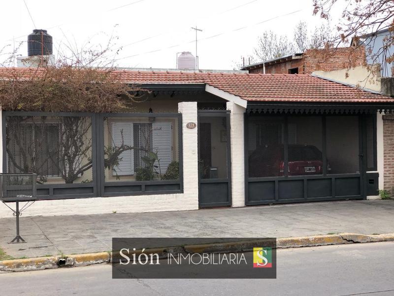 Foto Casa en Venta en  Ezeiza ,  G.B.A. Zona Sur  PRINCESA MAFALDA 574