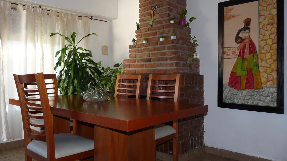 Foto Casa en Venta en  Ciudad De Tigre,  Tigre  Tigre Centro - Casa 3 ambientes en 2 Plantas con Garage y fondo