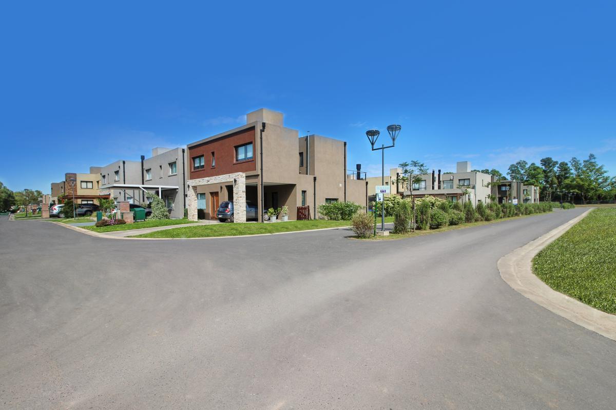 Foto Casa en Venta en María Eugenia Residences and Village, Moreno, Moreno   Countries/B.Cerrado (Moreno)   Maria Eugenia Residences & Village
