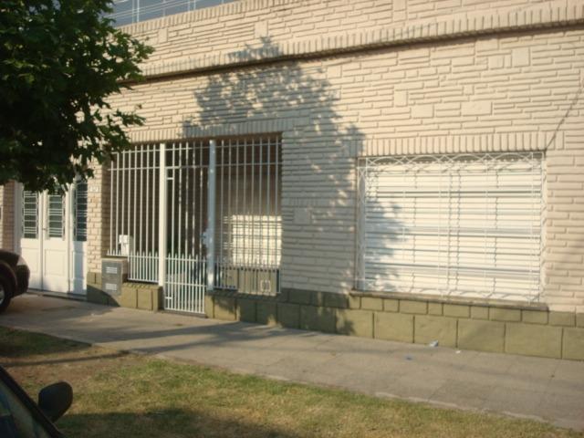 Foto Casa en Alquiler en  Banfield Oeste,  Banfield  ESTANZUELA DEL REY 347 e/Zapata y Vernet