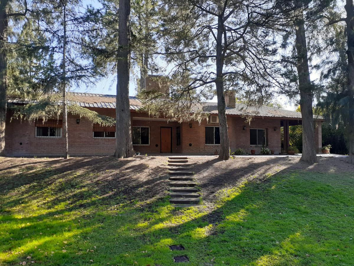 Foto Casa en Alquiler en  La Bota,  Ingeniero Maschwitz  Casa quinta con inmenso parque y pileta