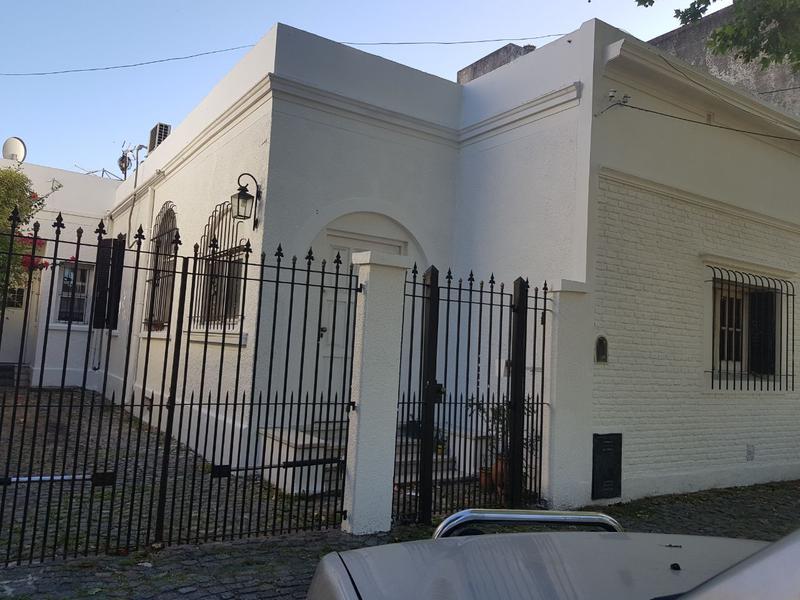 Foto Casa en Venta en  Lomas de Zamora Oeste,  Lomas De Zamora  LAS HERAS 596 e/Azara y M. Castro