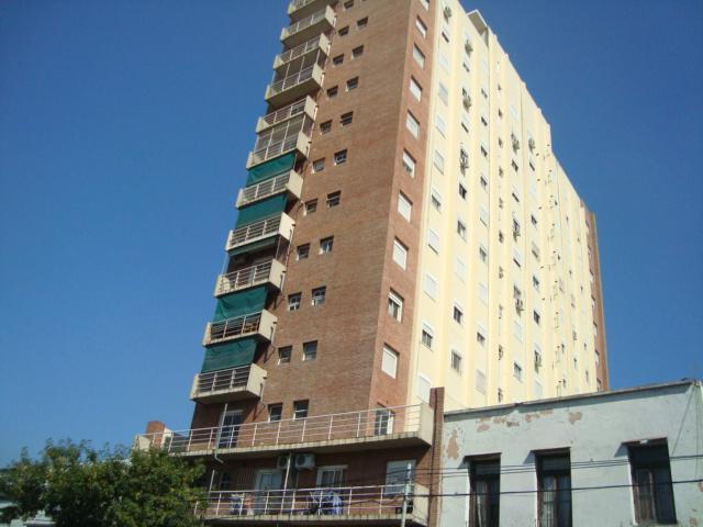 Foto Departamento en Alquiler en  Parque Patricios ,  Capital Federal  AV. VELEZ SARSFIELD N° al 100