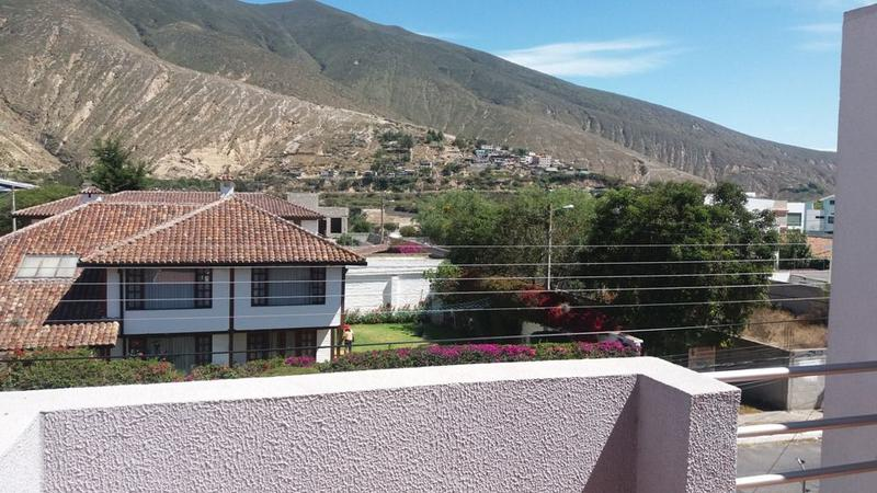 Foto Departamento en Venta en  Norte de Quito,  Quito  Vendo departamento con terraza y patio sector La Pampa