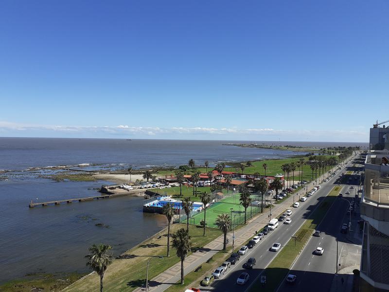 Foto Departamento en Alquiler en  Villa Biarritz ,  Montevideo                           Penthouse sobre Rambla Gandhi