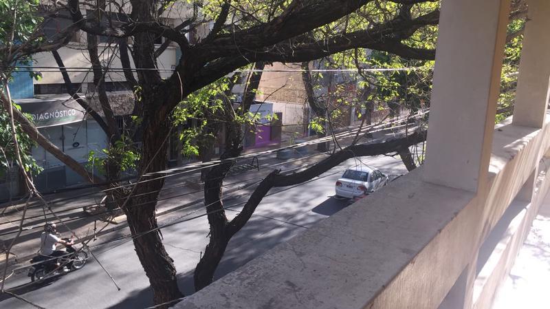 Foto Local en Alquiler en  Capital ,  San Juan  Laprida al 100