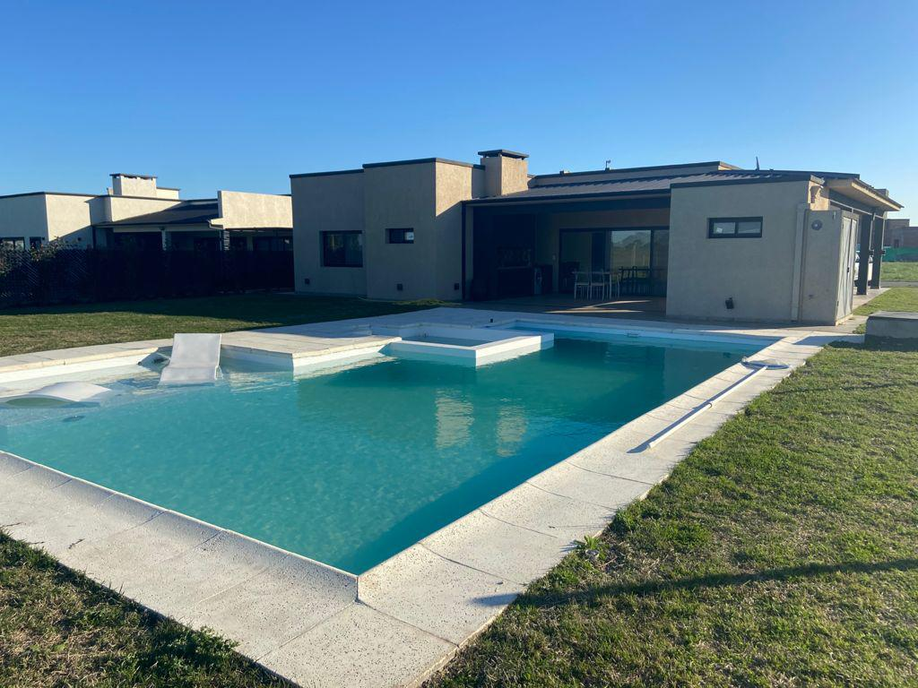 Foto Casa en Alquiler en  La Alameda,  Canning (E. Echeverria)  La Alameda
