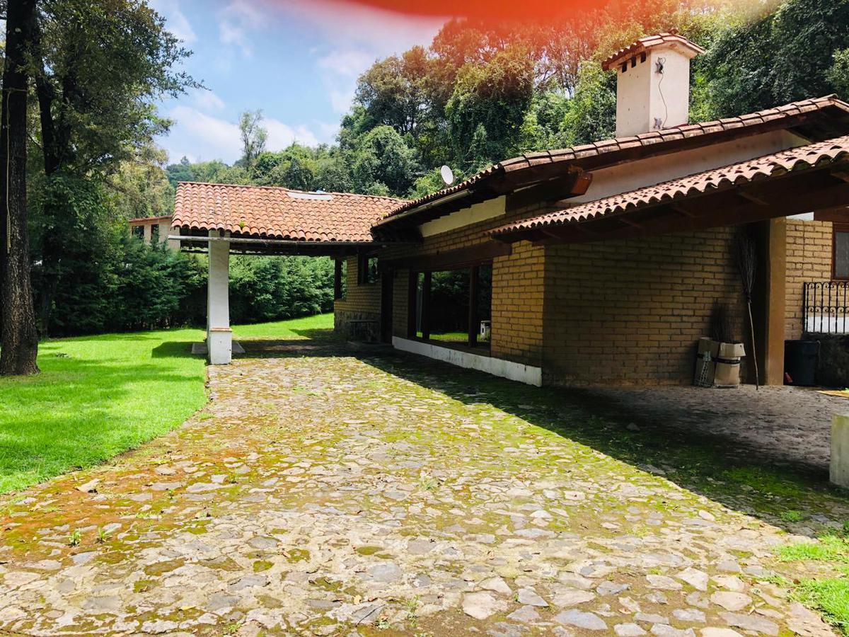 Foto Casa en Venta en  Valle de Bravo ,  Edo. de México  CASA DE CAMPO EN AVANDARO