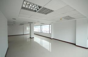 Foto Oficina en Alquiler | Venta en  Centro Norte,  Quito  HERMOSA OFICINA CORUÑA SP.