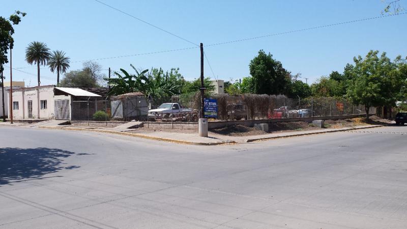 Foto Terreno en Venta en  Zona Centro,  Salvador Alvarado  Vendo Terreno Esquina en Centro Guamuchil 1,085m2
