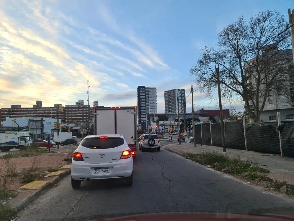 Foto Local en Venta en  Brazo Oriental ,  Montevideo  Nuevo Centro Shopping - Local Monoambiente con renta!!!