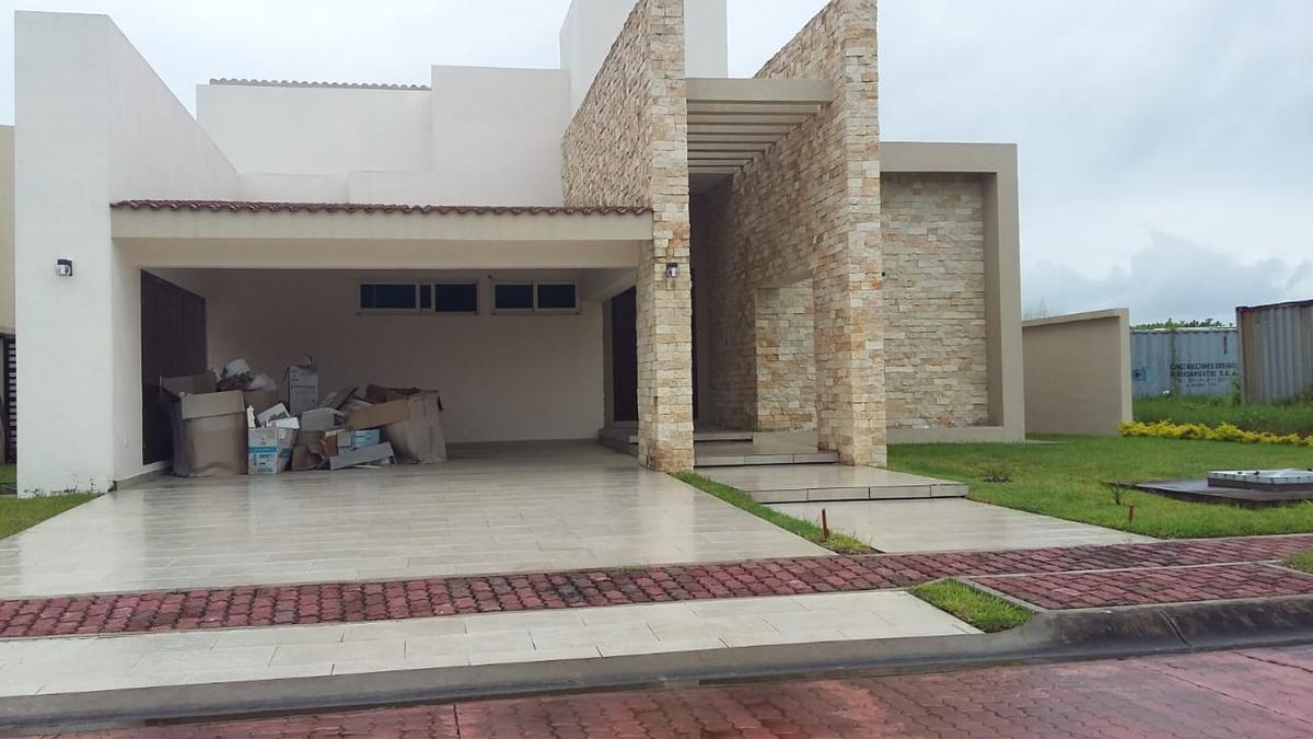Foto Casa en Venta en  Fraccionamiento Lagunas de Miralta,  Altamira  Casa 6 Fracc. Lagunas de Miralta