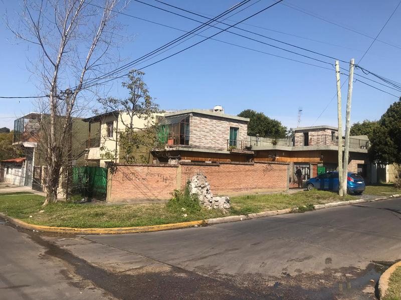 Foto Casa en Venta en  Lomas de Zamora Oeste,  Lomas De Zamora  Los Castaños 196