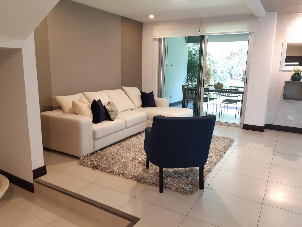 Foto Casa en condominio en Venta en  San Rafael,  Escazu  Escazú/ 3 habitaciones + oficina/ Amplio jardín/ Electrodomésticos