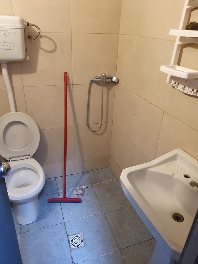 Foto Casa en Venta en  Centro (Montevideo),  Montevideo  Yaguaron esquina Uruguay, padrón unico, 175 m2 , 2 plantas !!