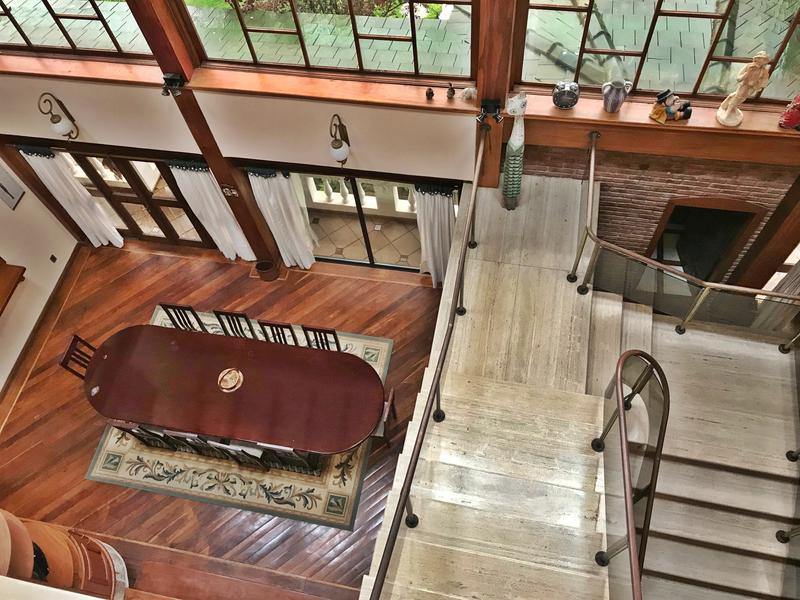 Foto Casa en Venta en  Carrasco ,  Montevideo  2000m2, residencia impecable