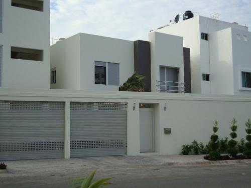 Foto Casa en condominio en Venta en  Cancún Centro,  Cancún  RENTO EXCLUSIVA CASA MINIMALISTA EN LA SM 12