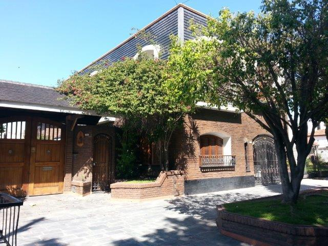 Foto Casa en Venta en  Lomas de Zamora Este,  Lomas De Zamora  FONROUGE 257