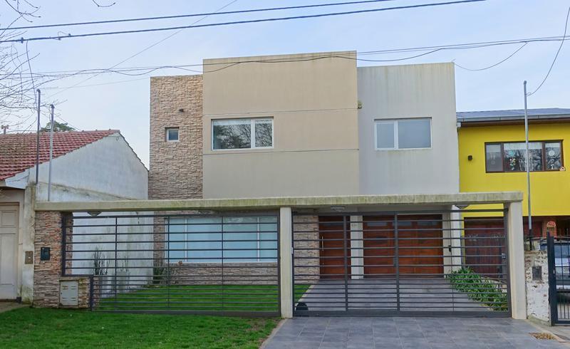 Foto Casa en Venta en  Caisamar,  Mar Del Plata  Storni entre Joaquin V Gonzalez y Rojas