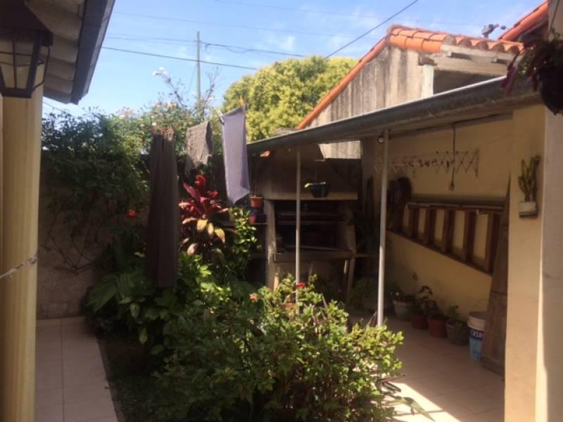 Foto Casa en Venta en  Ezpeleta Este,  Quilmes  BROWN 4075