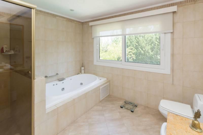 Foto Casa en Venta en  Las Caletas,  Nordelta  Av. de la Riviera 100